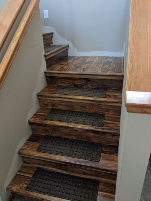 Laminate Avenues Acacia Natural Stairs